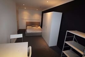 MODERN AND SPACIOUS DOUBLE ROOM FOR COUPLES - VIEW ON THE THAMES- ZONE 2 CANARY WAF EAST INDIA- 200