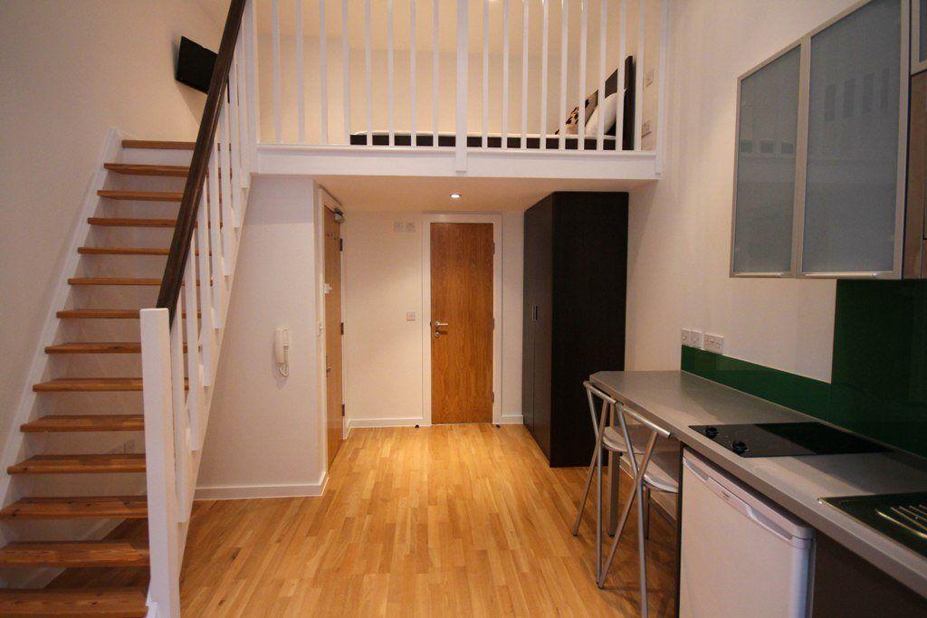 Studio flat in Princes Square, Bayswater