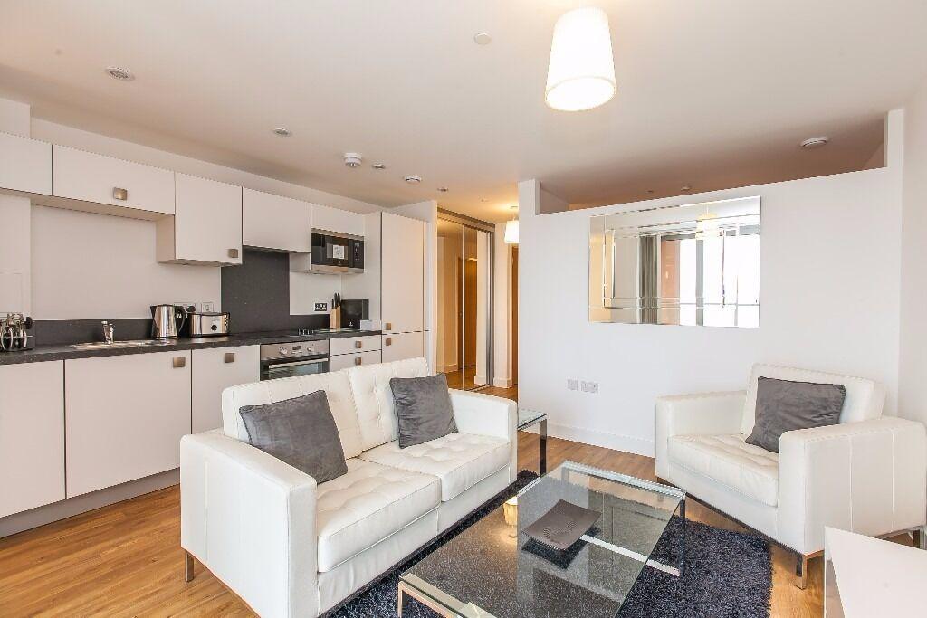 @ Modern and designer furnished Studio apartment - Opposite station - Lewisham/Blackheath!