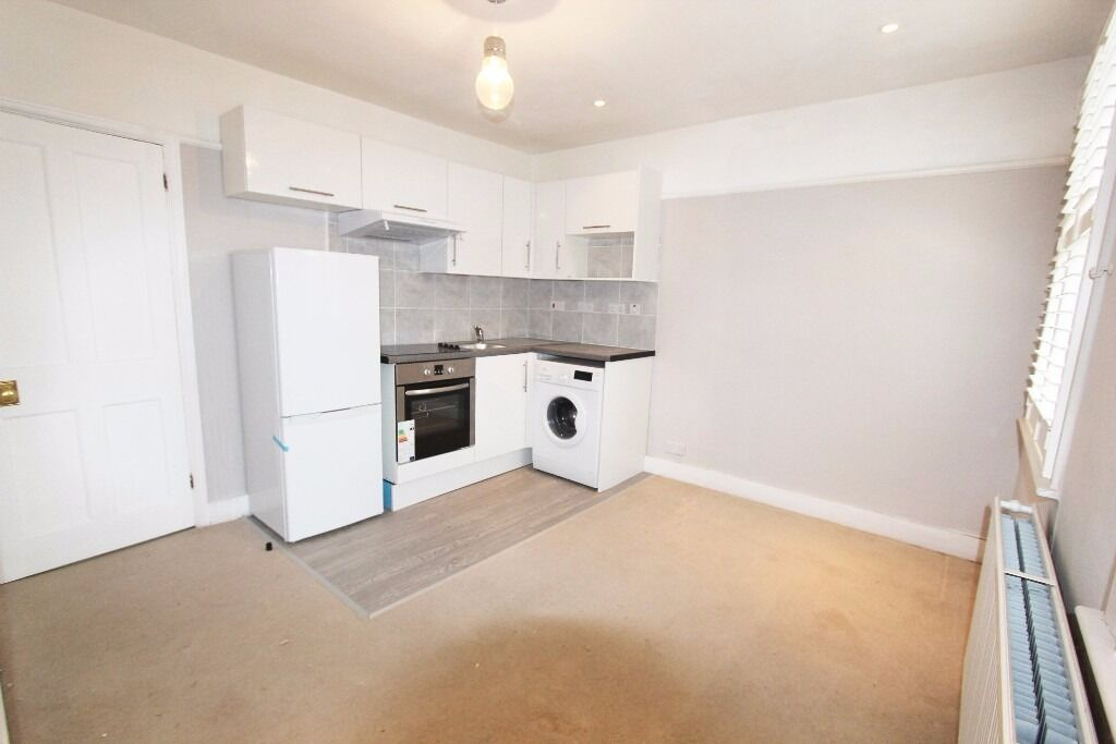 2 BEDROOM FIRST FLOOR FLAT AVAILABLE IN SOUTHGATE N14 - SORRY NO DSS