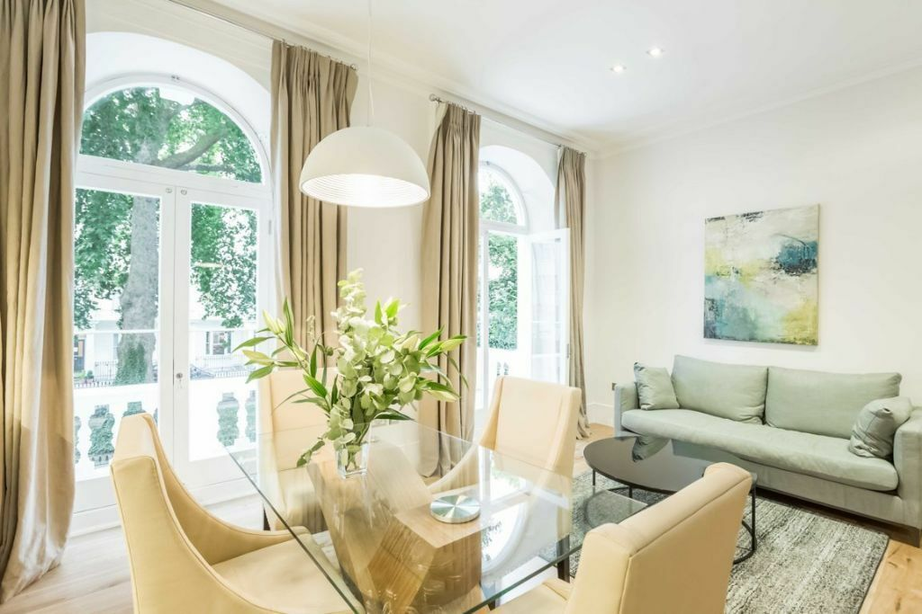 EXCLUSIVE 2 BEDROOMS apartment located in a Beautiful Victorian Building close to Hyde Park!