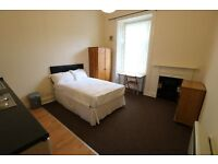 Bedsit with own kitchen, Shawlands, quiet flat and location