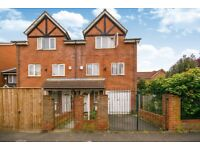 CR4 3RD - HEATHFIELD DRIVE - A STUNNING 4 BED 2 BATH HOUSE WITH FRONT DRIVE WAY - VIEW NOW