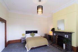 AMAZING 3 DOUBLE BEDROOM APARTMENT IN THE HEART OF QUEENSWAY