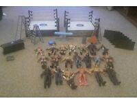 Two Wrestling rings & 20 figures