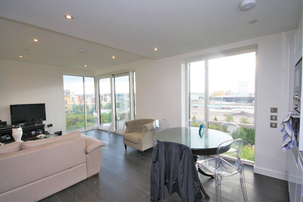 stylish 2 bed apartment in this prestigious block in Greenwich Peninsula with amazing views