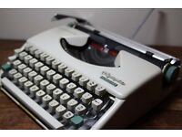 GWO Lovely Retro Olympia Splendid 33 Vintage Portable Typewriter w/ Carry Case
