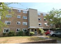 Four or Three bed flat to rent in Surbiton - Students or Professionals