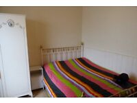Attractive double room to rent moments away from Willesden Green