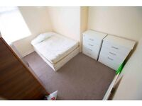Double room to rent in lovely, fully furnished house in East Acton, Greater London