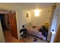 1-2 bed flat, newly refurbished, free parking, very quiet location, little garden, must-see