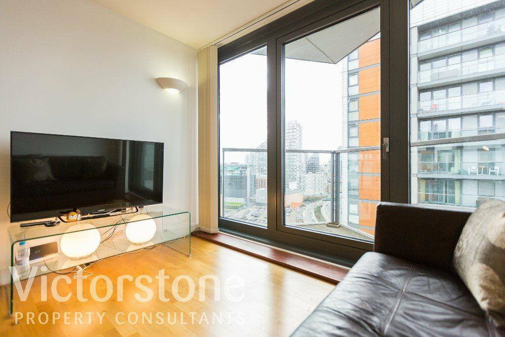 GREAT VALUE ONE DOUBLE BEDROOM FLAT ON 18TH FLOOR 24 HOUR CONCIERGE GYM INCLUDED PRIVATE BALCONY