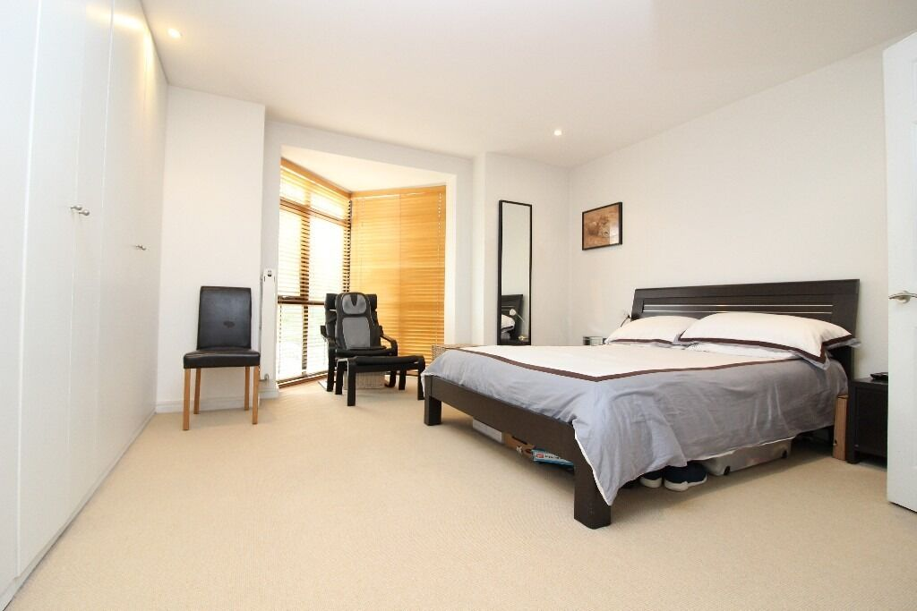 newbuilt 4 bedroom house to rent with gated parking in East Finchley, N2 £575pw