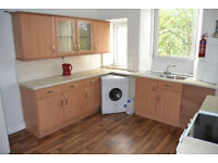 SPACIOUS 2 BED FLAT IN EAST END - AVAILABLE IMMEDIATELY.