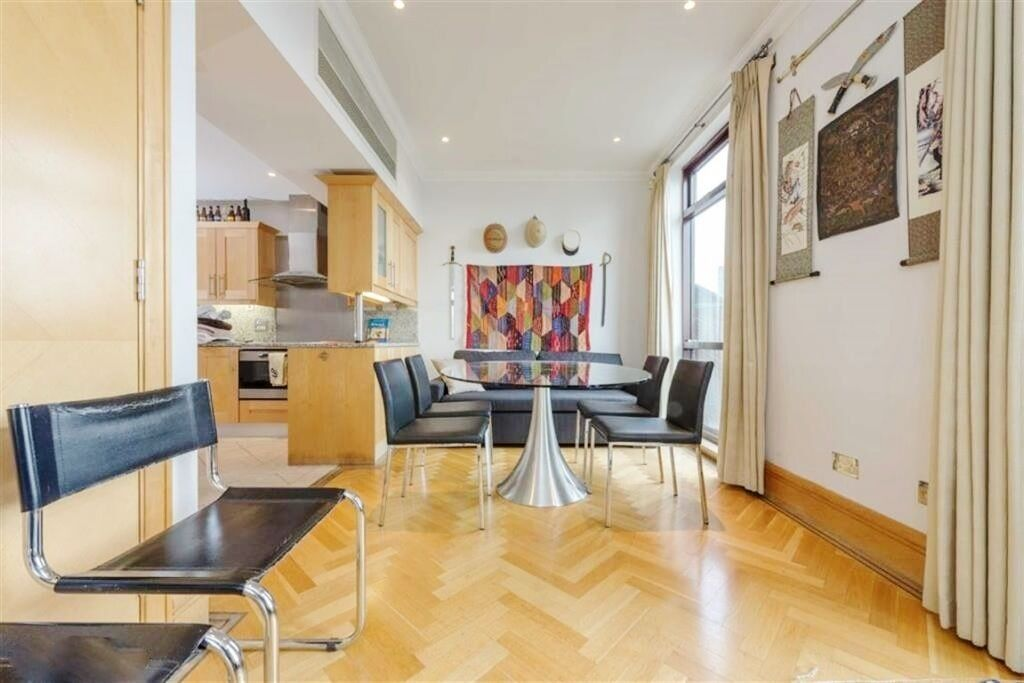 Stunning Two Bedroom Two Bathroom Duplex Penthouse Located In A Secure Development In Waterloo