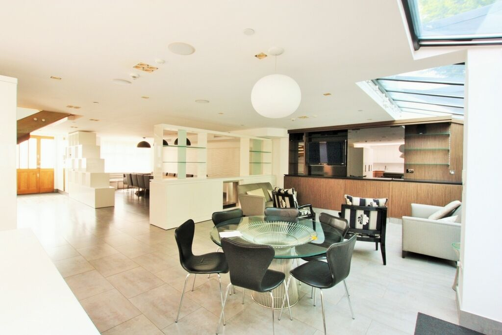 4 bedroom house in Queens Gardens, Hendon, NW4