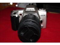 THE MINOLTA 404SI DYNAX 35MM FILM SLR CAMERA IN GREAT CONDITION.