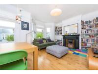 3 bedroom flat in Buchanan Gardens, London, NW10