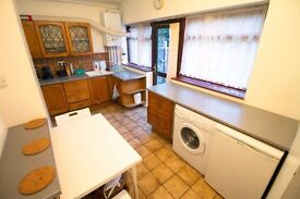 Luxury Double Room - Zone 3 - WITH GARDEN and close to Tube Station