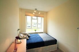 LOVELY DOUBLE ROOM TO OFFER IN KILBURN CLOSE TO THE TUBE STATION. 4T