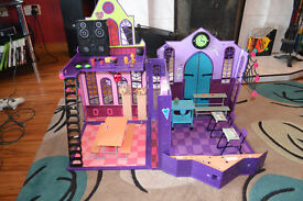 Monster High School House. Complete with box.