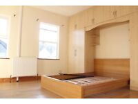 ONLY 670!! All bills inc. Spacious room in ground floor 2Bed House Battersea, with garden