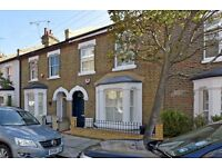 * A LOVELY THREE DOUBLE BEDROOM HOUSE IN BATTERSEA*AVAILABLE 19TH JULY*COURTYARD GARDEN