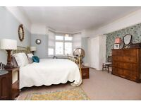 **THREE BED FLAT AVAILABLE**GREAT LOCATION**Semi open plan kitchen** TOOTING BEC GARDEN