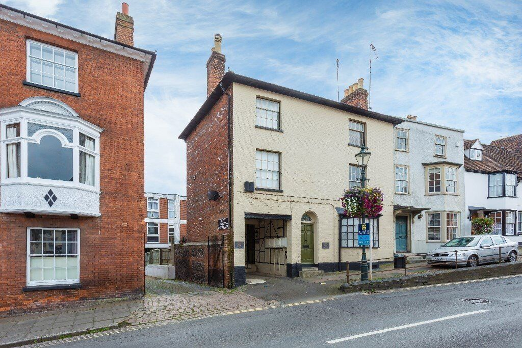 2 bed apartment Henley