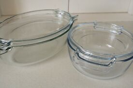 Pyrex 4.5L + 2.5L Glass Casserole Dishes - With Lids