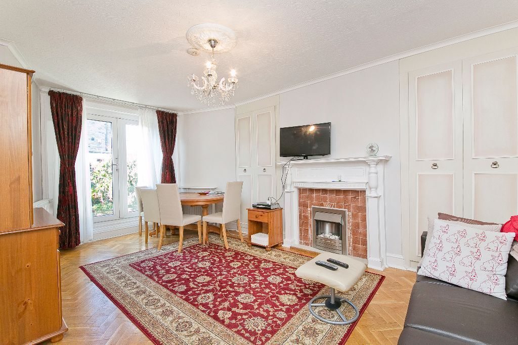 2/3 Bedroom Flat with Large Private Garden. Great location in Camden Town for Tube/Overground £490pw