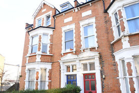 Lovely top floor 1 bedroom flat located only a short walk tO Crouch End Broadway & Hornsey Rail