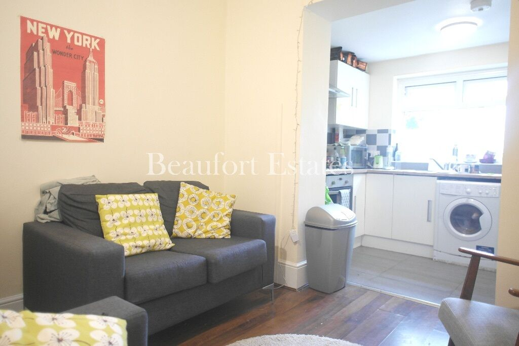 MASSIVE 4 BEDROOM MAISONETTE *LIVING ROOM/KITCHEN*2 BATHROOMS*TUFNELL PARK/ARCHWAY