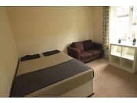 FANTASTIC DOUBLE ROOM IN ARCHWAY--ALL BILLS INC.-- !! 28J