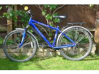 "APOLLO XC26* BICYCLE BIKE 17"" ALUMINIUM FRAME. 26"" WHEELS, MUDGUARDS, RACK + BELL + FRONT SUSPENSION"