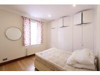 2 bedroom flat in Scrubs Lane, White City, W10