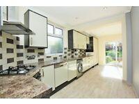 5 bedroom flat in Southfields, Hendon, NW4