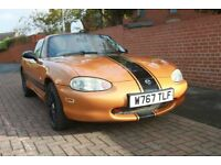 MAZDA MX5 1600 FINISHED IN GOLD METALIC PAINT WORK WITH CONTRASTING BLACK STRIPE WHEELS AND MIRRORS