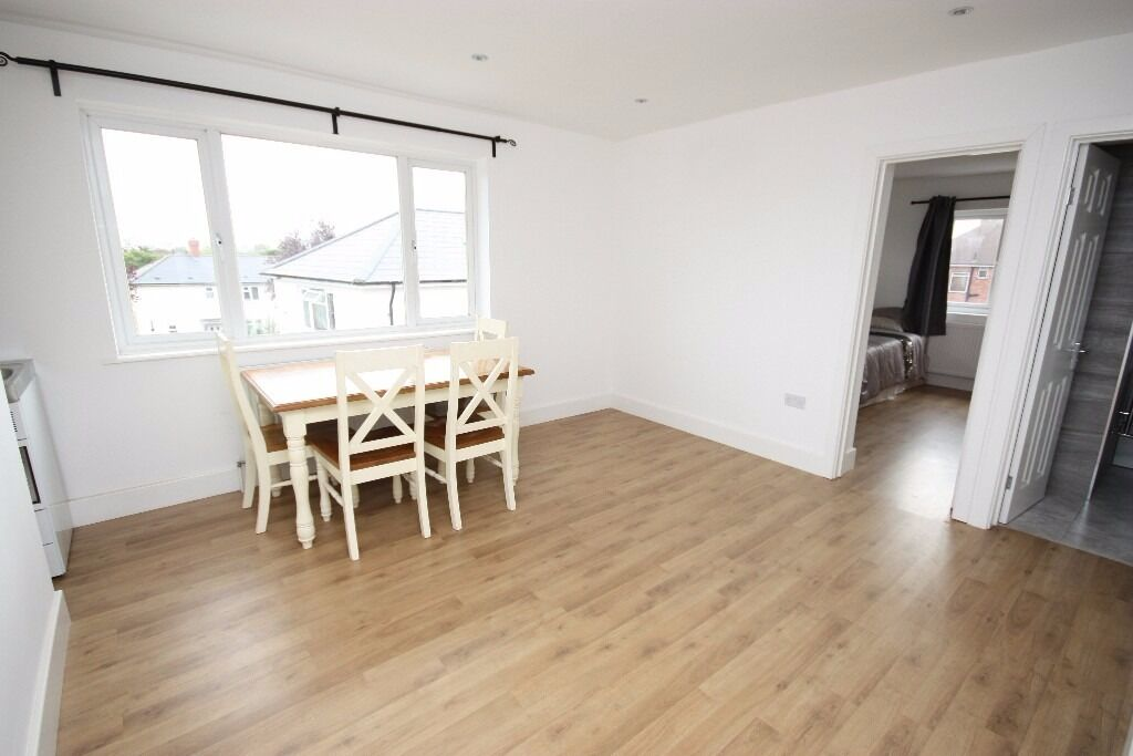 Including bills! A Newly Refurbished Spacious One Bed Flat Close to East Acton station W3