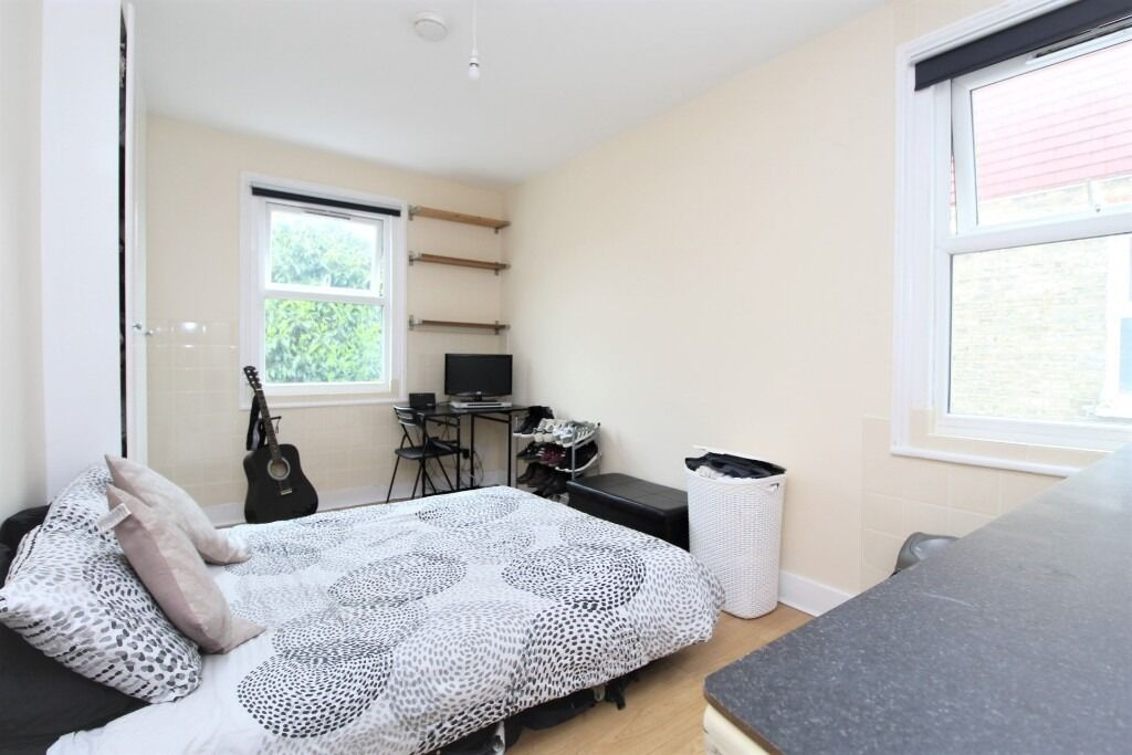 DOUBLE ROOM TO RENT IN SHARED HOUSE - TURNPIKE LANE - N15 3NB - LONDON