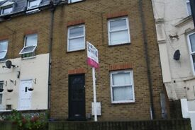 4 bedroom - 2 bathroom - 3 floors - Chatsworth Road - bright - modern -garden - double rooms
