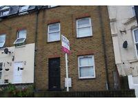 4 bedroom - 2 bathroom - 3 floors - Chatsworth Road - bright - modern -garden - double rooms