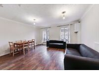 4 bedroom 3 bathroom house - 2 minutes away from Mudchute DLR Station- Cahir Street E14 9UX.