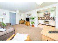 2 bedroom flat in Altdam Farm, Redhill, RH1 (2 bed) (#987757)
