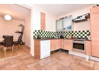 *IDEAL FOR SHARERS* A unique four large double bedroom house - Worple Road