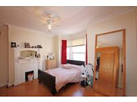 !!LOOK!! 4 Bed House with Garden. Great Location. Close to Tube [Northern Line] & Shops. SW17