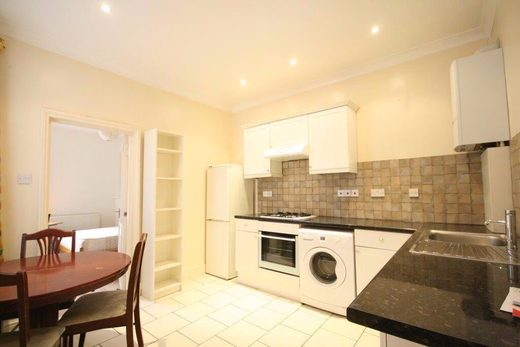 MODERN BRIGHT TWO DOUBLE BEDROOM FLAT, CAN BE CONVERTED INTO 3 BEDROOM, MUNSTER VILLAGE- FULHAM!