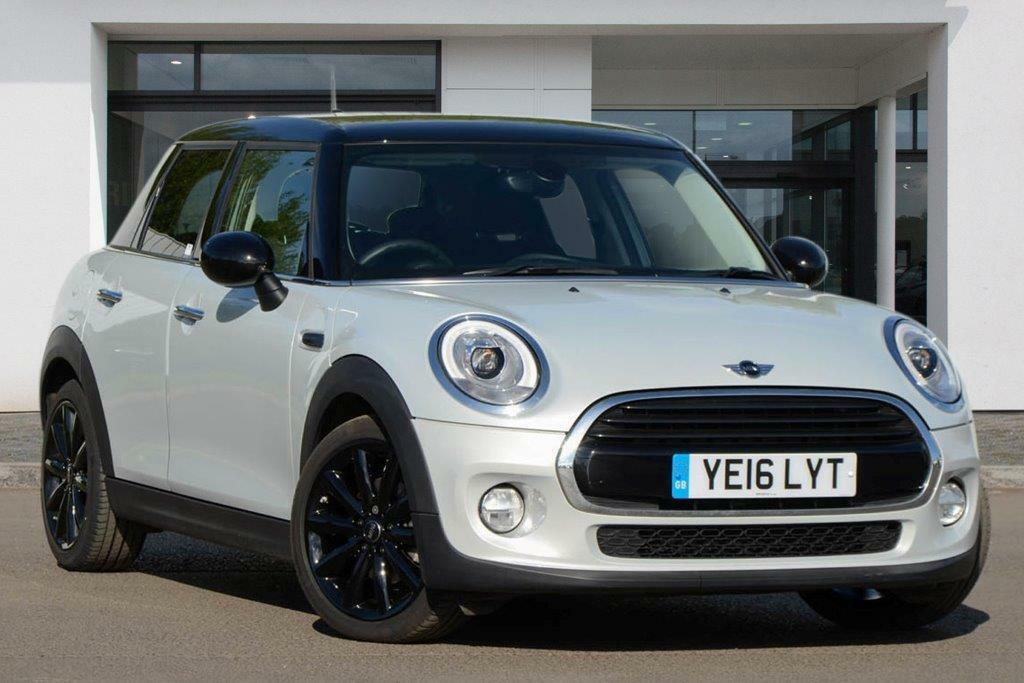 MINI HATCH COOPER D (white silver) 2016 | in Kensington ...