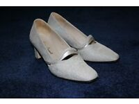 Lady's Shoes (Size 3)