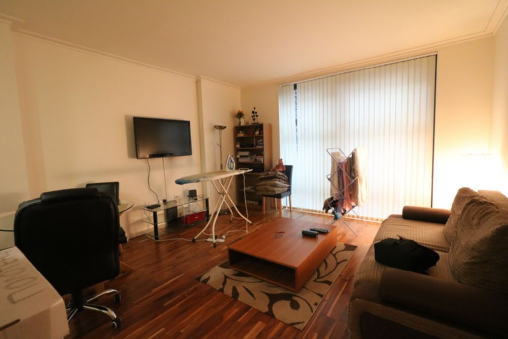 1 bedroom flat**fully furnished**separate large reception**great location, near Canary Wharf E14